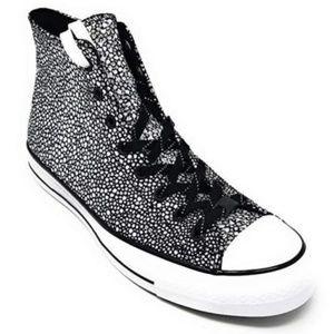 Converse Chuck Taylor All Stars Hi Top B & W